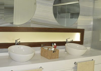 Baño Neolith Artic White Pulido